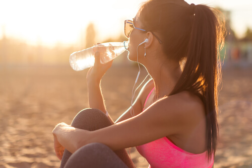Benefits of Drinking 2 Litres of Water a Day